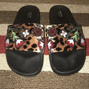 Mossimo Luann Animal and Floral Slides Sz 9 😘😘